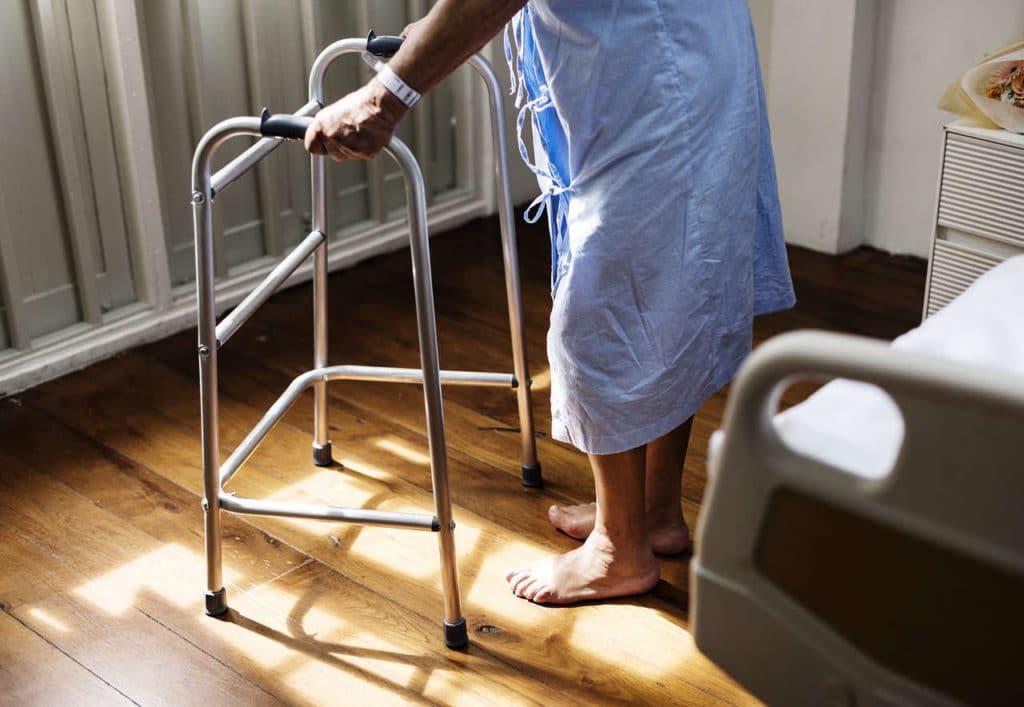 monte escalier personne agee